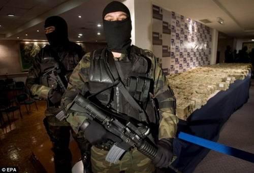 Fotos De Armas Casas Y Dinero De Narcotraficantes De México Blogerin