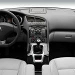 Peugeot 5008 interior (1)