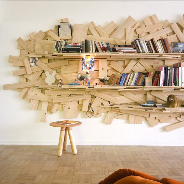 30 ideas creativas de espacios para guardar libros blogerin for Libreros originales