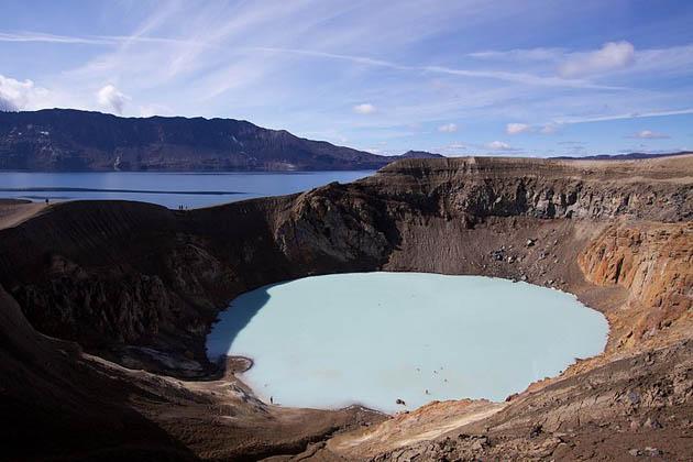 Lagos dentro de crateres