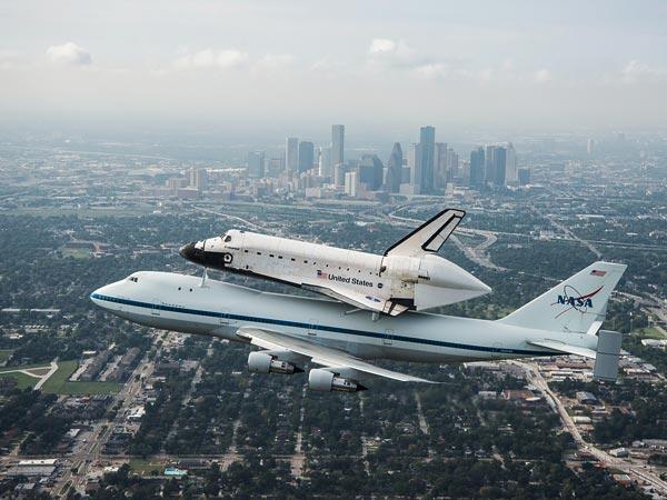 shuttle-over-houston