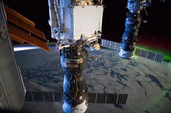 soyuz-orbit-northern-lights-earth-space