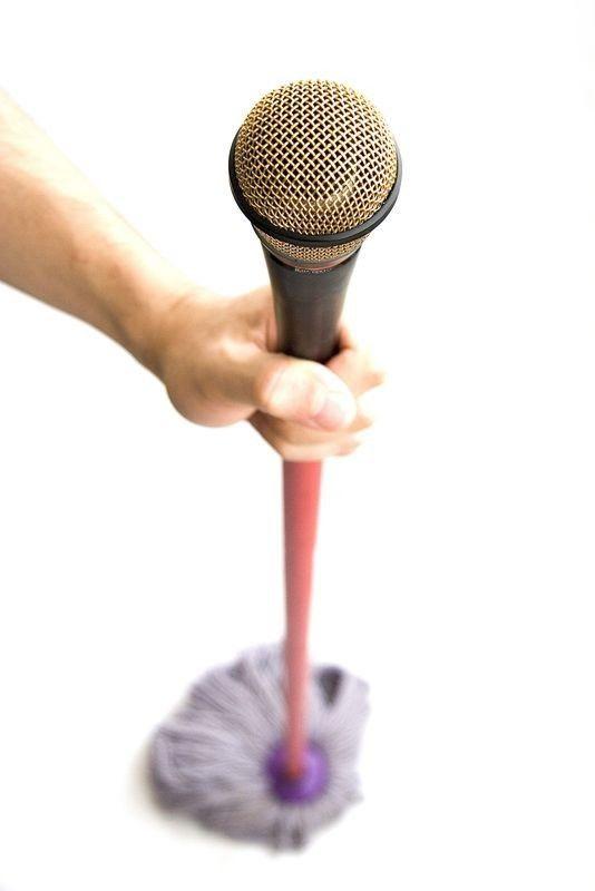 escoba-con-microfono